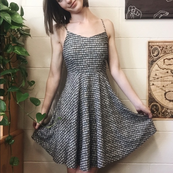 Old Navy Dresses & Skirts - Gray striped sundress